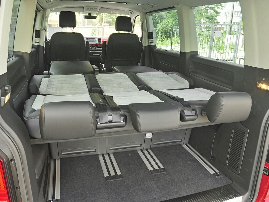 Nový-Volkswagen-Multivan_11n