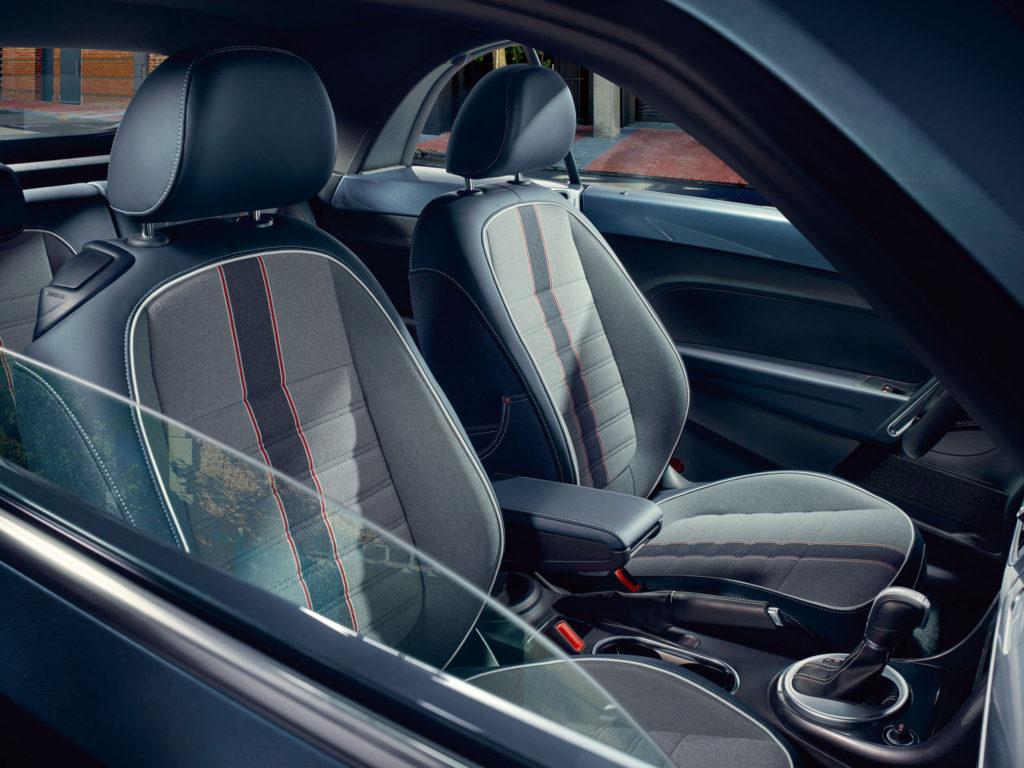 Volkswagen-Beetle-Cabriolet_11n