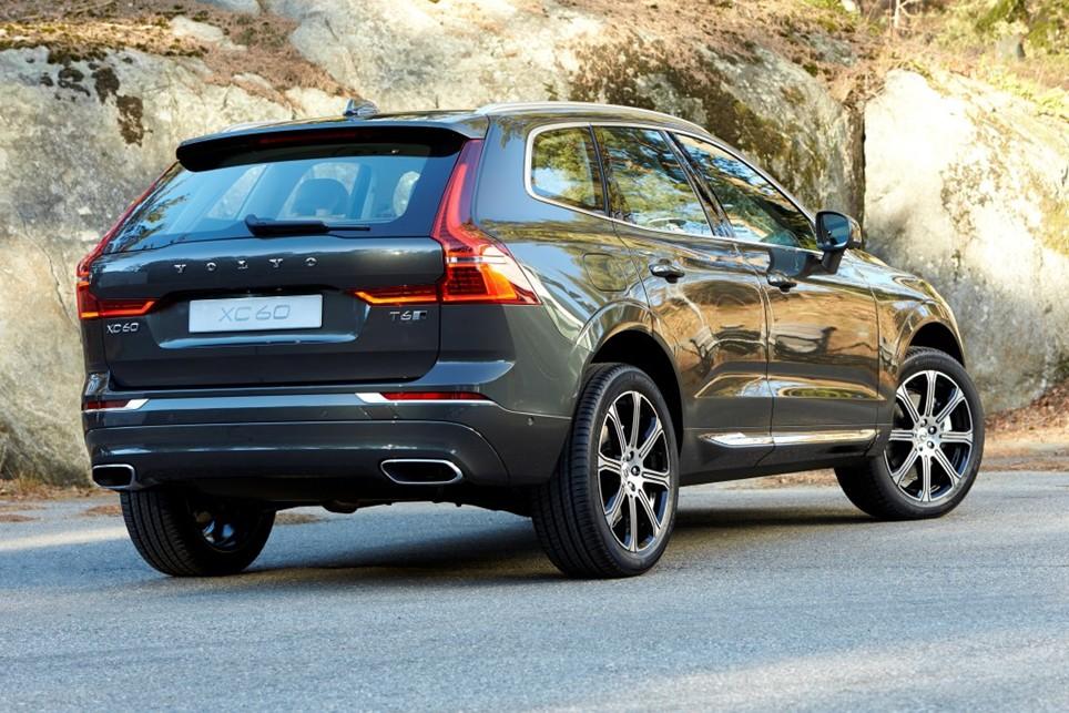 Volvo XC60 z boční zadní strany