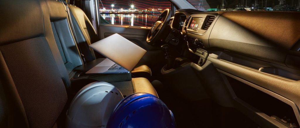 opel_vivaro_interior_office_21x9_vi195_i01_018