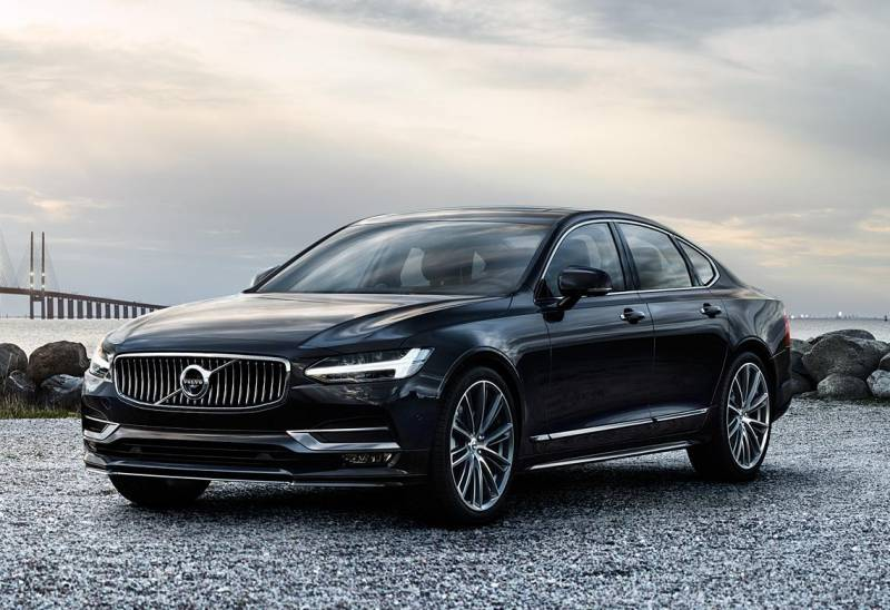 assets_market_img_exterior_feature_two_akce_volvo_S90_processed_1140