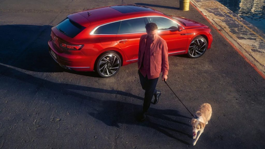at0353-shootingbrake-3-4-back-side-man-with-dog